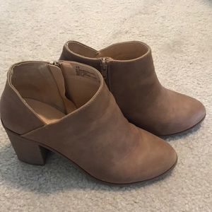 Womens Universal Thread Ankle Boots size 10 cognac